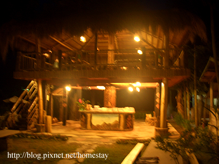 紅葉的高腳屋原住民風味餐廳