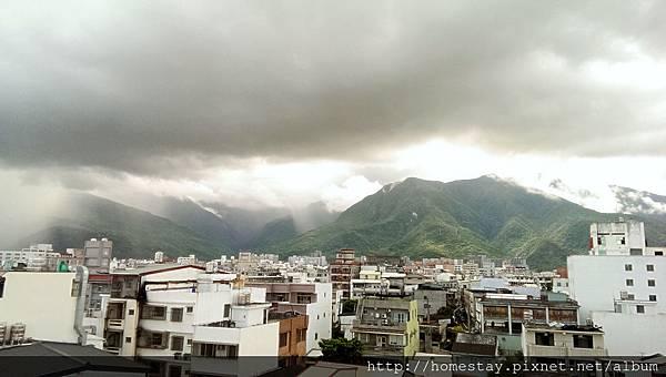 颱風前夕雲和山的變化