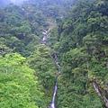 吊橋上的瀑布美景.jpg