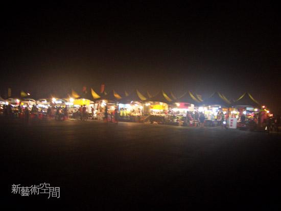 夜晚的攤販區.jpg