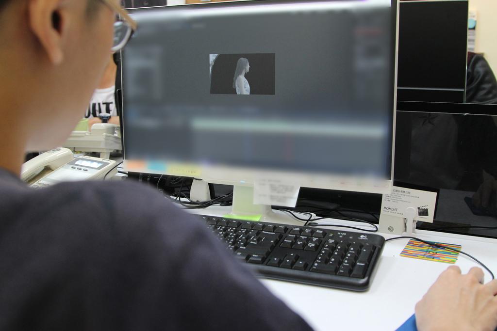 技術人員正在製作人物的合成.jpg