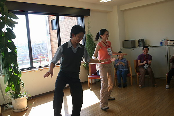 敏傑兩人跳怪舞