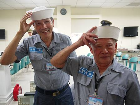 清垣-不老戰士夢\90歲萬文順爺爺和71歲黃椿阿公練習海君復帽動作