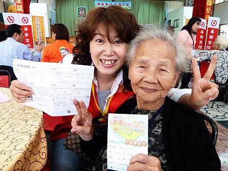 華南金控志工自製九宮格訪問表,問出每位長輩的夢想