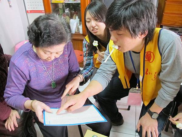 the Japan volunteers tough this grandmother how to read Japanese word