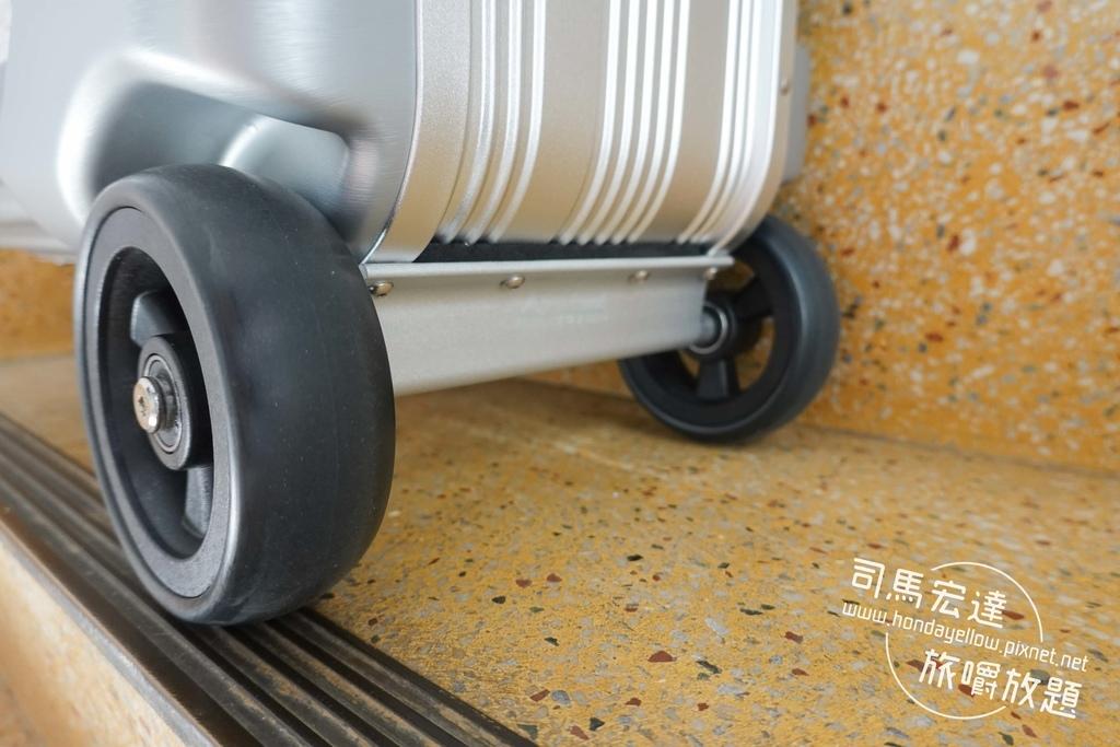 Airwheel-SE3-mini 騎行拖拉二用智能行李箱電動車.行李箱二合一-10.jpg