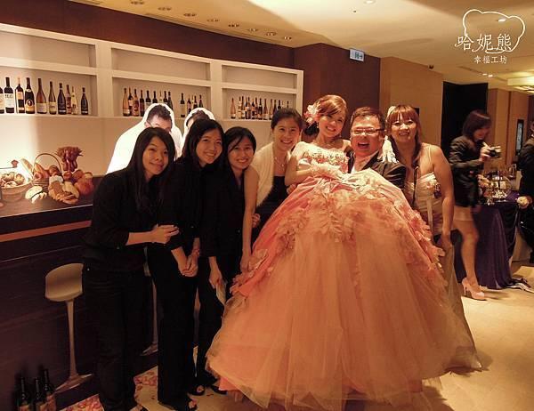 哈妮熊幸福工坊團隊與佑安&姿惠合影