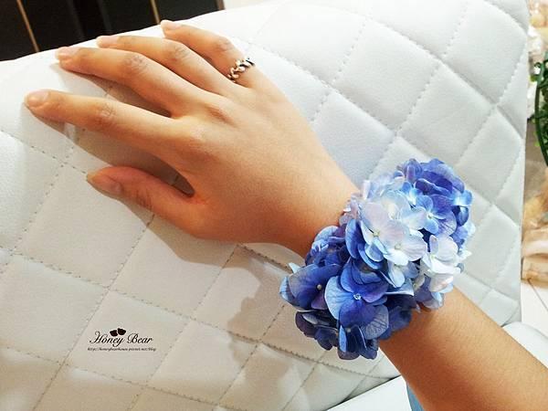 伴娘手上也會看到美麗的手環花 --J&D航海情緣