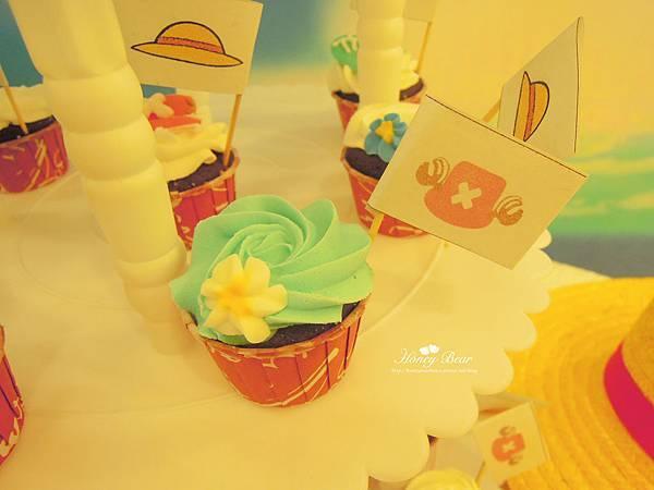 杯子蛋糕上是魯夫&喬巴的帽子旗杆 -- J&D航海情緣