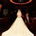 長長的白紗是每個新娘的最愛 --Swing舞動人生