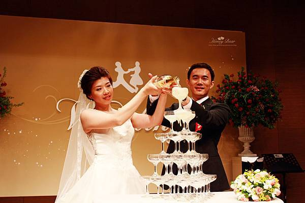 忠德&亦均啟動幸福香檳塔 --Swing舞動人生