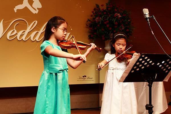 才華洋溢的小妹妹現場演奏小提琴--Swing舞動人生
