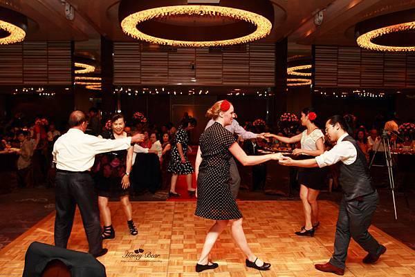 賓客們在舞板上盡情跳舞 --Swing舞動人生