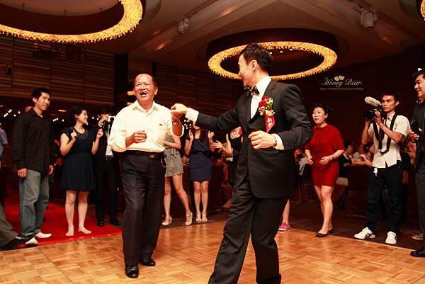忠德與賓客互動 --Swing舞動人生