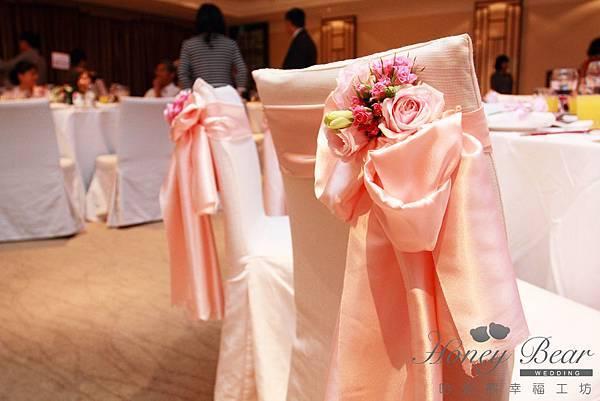 哈妮熊-楓中情緣婚禮佈置-主桌椅背花設計@國賓