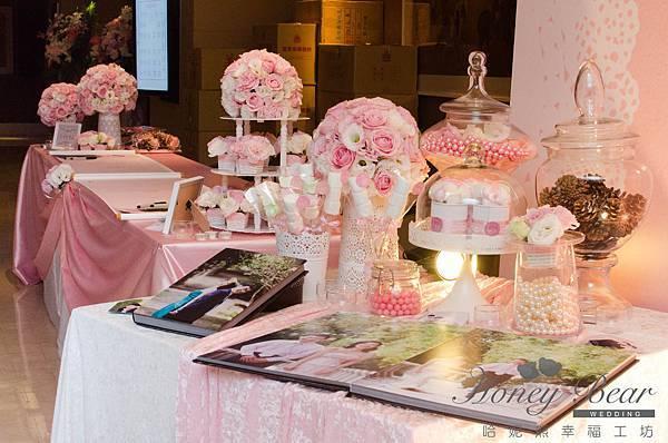 哈妮熊粉紅色甜美風婚禮佈置-相本桌