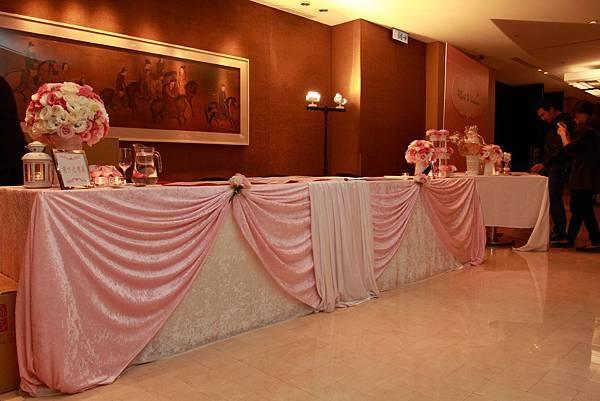 哈妮熊粉紅色甜美風婚宴佈置-收禮桌