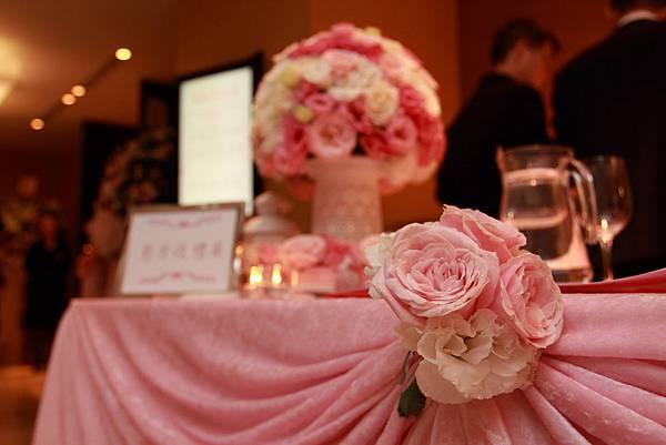哈妮熊粉紅色甜美風會場佈置-收禮桌