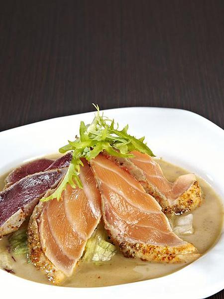 鮭鮪霜降生魚片沙拉3.jpg