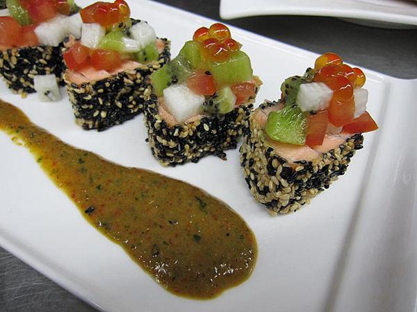 芝麻鮭魚捲2.jpg