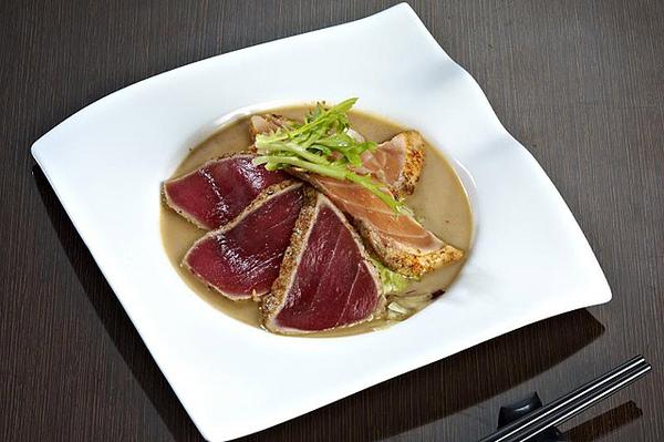 鮭鮪霜降生魚片沙拉.jpg