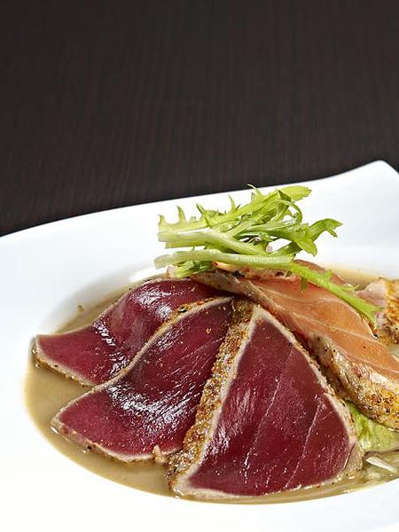 鮭鮪霜降生魚片沙拉2.jpg