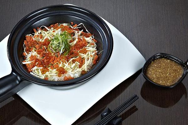 鮭魚親子釜燒飯.jpg
