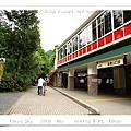 出車站後往右走,前面就是高尾山入口了。