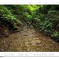 溪水中的步道口,左側可通稻荷山步道。