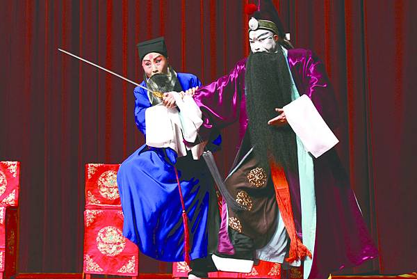 3.《捉放曹》,(左起)馮德曼飾陳宮、丁揚士飾曹操