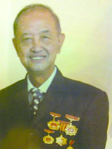 8.載滿殊榮的簡祥富先生