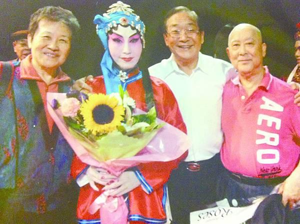 10.作者(右二)和夏元增老師(右一)、蘇三謬玉華小姐合影