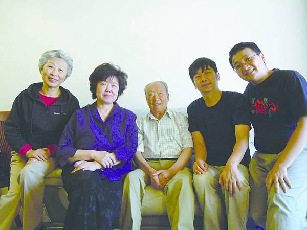14.(左起)馮德曼、王安祈、李金棠、李元皓、王照璵