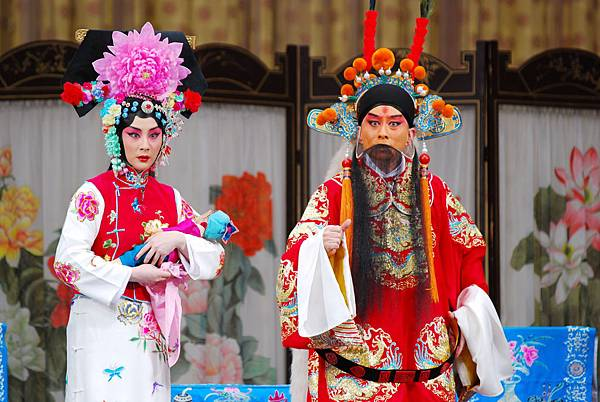 《四郎探母》王平飾楊延輝(右)呂洋飾鐵鏡公主(左)