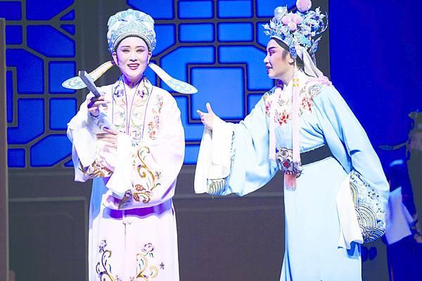 1_《孟麗君》劇照,(左起)單仰萍飾孟麗君、章瑞虹飾皇甫少華