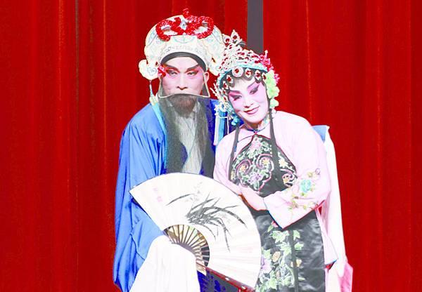 6_《游龍戲鳳》劇照,(左起)張銳民、張承珍