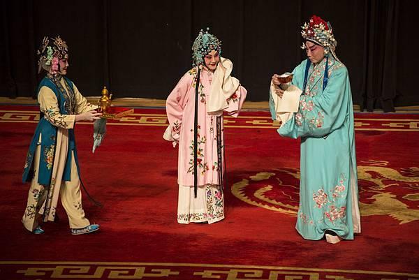 8《春閨夢》,(右起)姚天健、張吉生