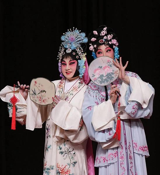 8《謝瑤環.花園》,黃惠英飾謝瑤環