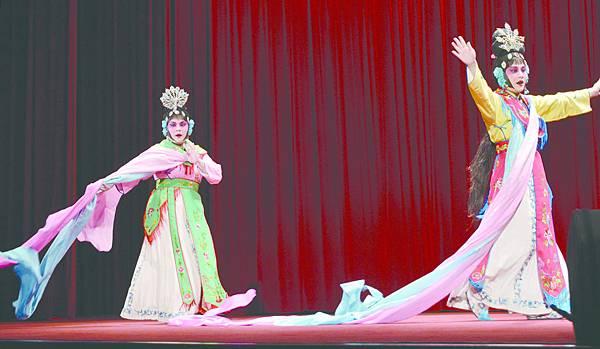 12_《天女散花》劇照(左起)古怡婷、許汶琪