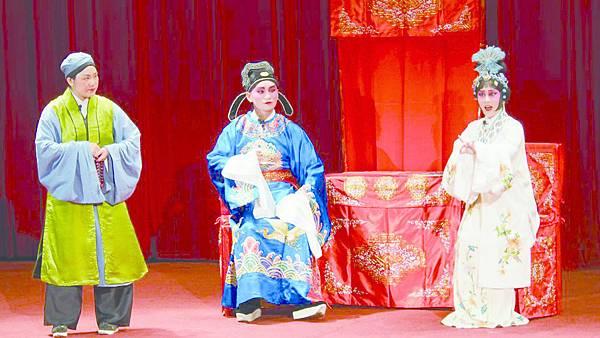 12_《望江亭》劇照,(左起)吳桂李、許懷之、洪逸柔