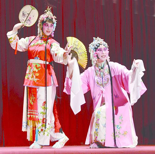 12_《遊園》劇照,(左起)周玉軒、曾子玲