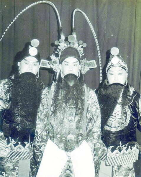 3_已故三大老生劇照:(左起)胡少安、周正榮、哈元章