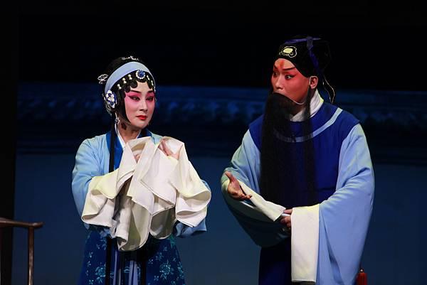 《香蓮案》呂洋飾秦香蓮(左)凌珂飾陳世美(右)