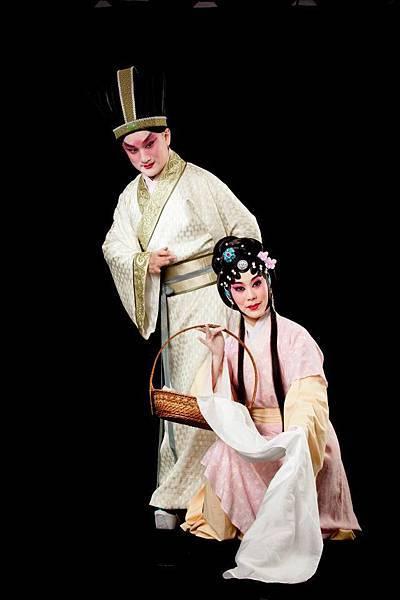 14《范蠡與西施》,(左起)溫宇航飾范蠡、陳長燕飾西施