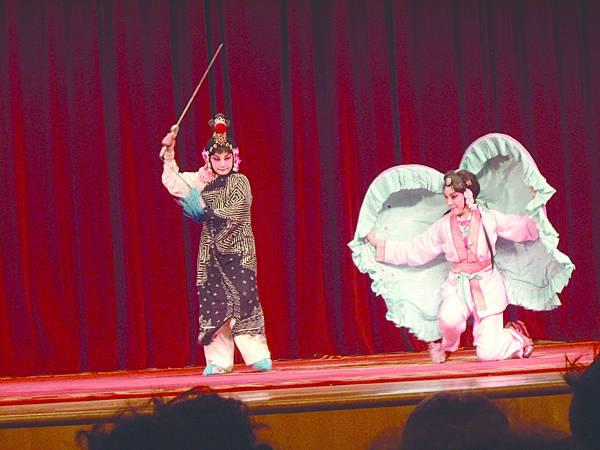 1《廉錦楓.刺蚌》(左起)黃惠英、戴心怡