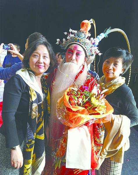 3_上海票友到紐約捧場,(左起)錢麗萍、金茜琳、施樂民.JPG