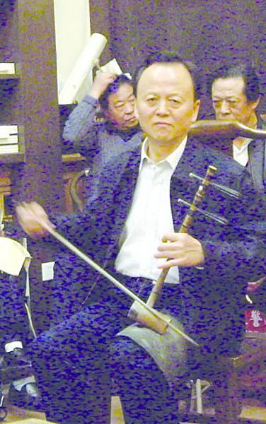 14_李永安先生操琴.JPG