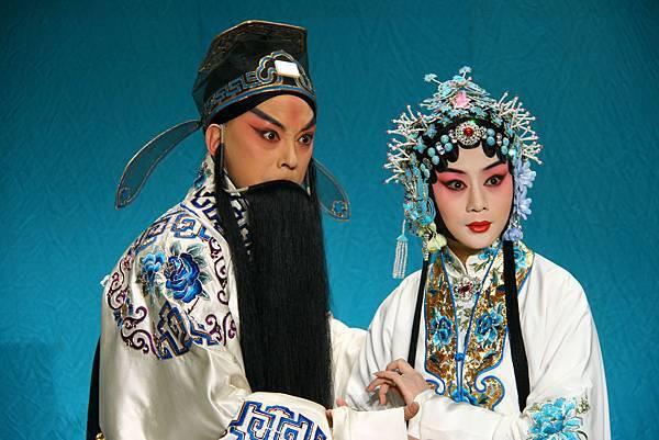 《滿江紅》于魁智飾岳飛(左)李勝素飾岳夫人(右).JPG