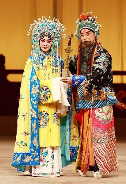 《龍鳳呈祥》于魁智飾劉備(右)李勝素飾孫尚香(左).JPG