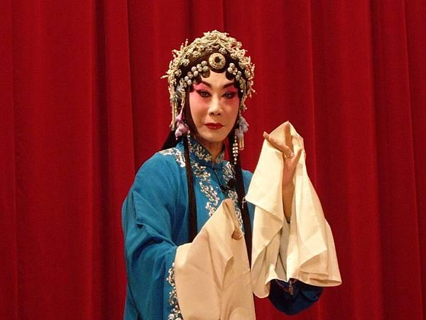 4《荒山淚》劇照,阮小琍飾張慧珠.JPG